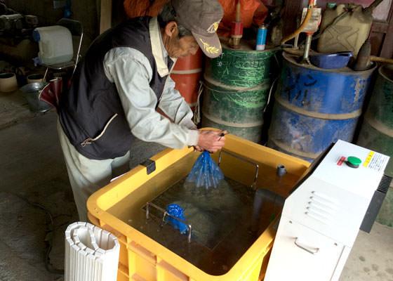 昔は自宅のお風呂で行う農家も多かった、この温湯消毒。しかしお湯の温度が不安定のため、殺菌不足だったりお湯が熱すぎて発芽率が低下したりしたそうだ。