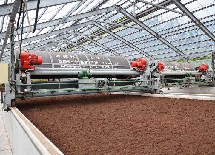 南阿蘇村有機肥料生産センターで製造される有機肥料「牛若丸」。完全に発酵しているため、センター内に堆肥独特の匂いは全くない。