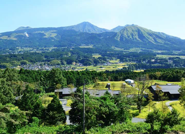 俵山トンネル付近から見た南阿蘇村。真ん中に見える田園地帯が河陽喜多地区辺りである。